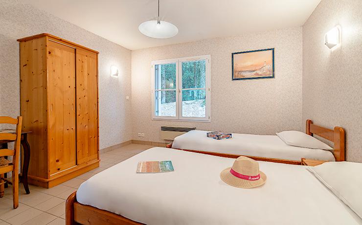 chambres communicantes 4p double twin village vacances longeville chambre2 vue2