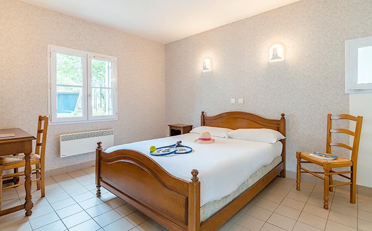 logement 2chambres 4p village vacances longeville chambre1