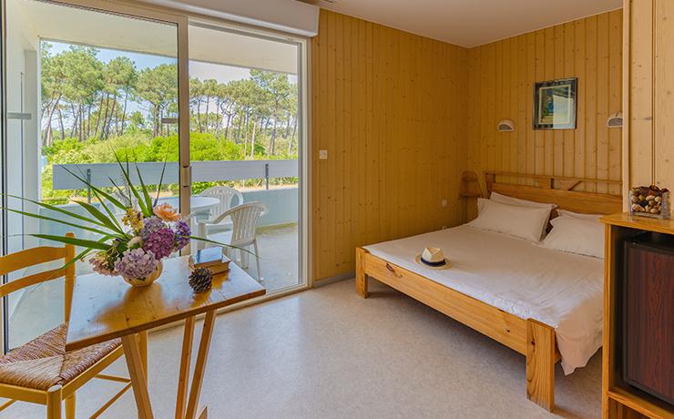 chambre logement PMR 2 ch 4 p village vacances lacanau